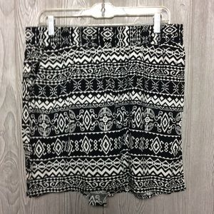 NWT Black and White Print Shorts  PLUS SIZE